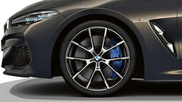 BMW 8er Cabrio mit 20'' M Leichtmetallräder Y-Speiche 728 M Bicolor Jetblack mit Sportreifen und Mischbereifung, glanzgedreht, Radgröße vorn 8J x 20, Bereifung 245/35 R20, Radgröße hinten 9J x 20, Bereifung 275/30 R20